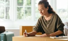 Minimalist While Moving: Guide to Downsizing to a Smaller House